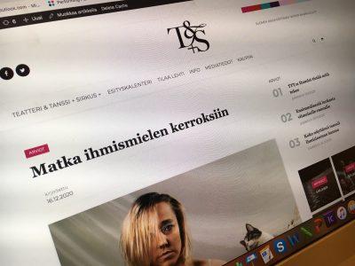 Näyttönäkymässä Veil-esityksen arviokuvassa sirkustaiteilija Salla Hakanpää, kuvaaja Mitro Härkönen.