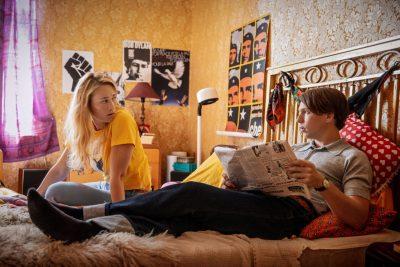 Nuori mies ja nuori nainen elokuvarooleissa